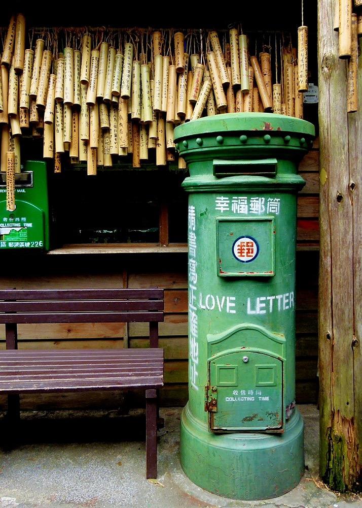 Taipei Jiaosi Jingtong Walk 37