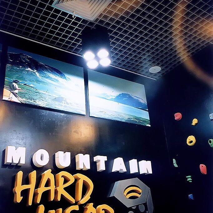 Mountain Hardware Interior 12