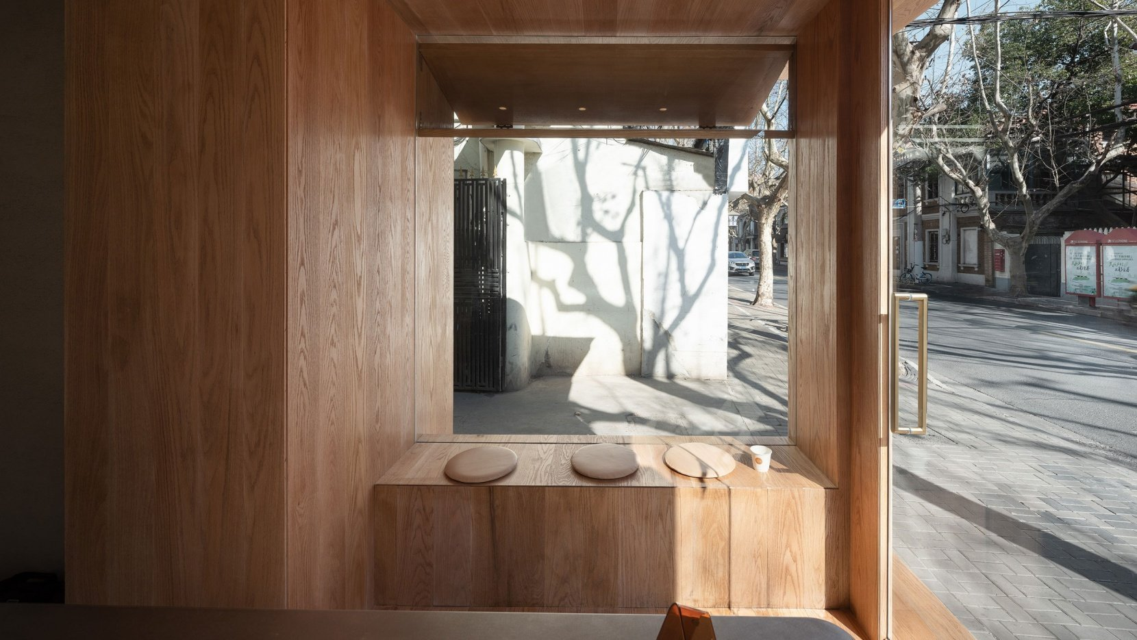 A-Cafe-in-Shanghai-Combines-a-Stripped-Down-Aesthetic-04
