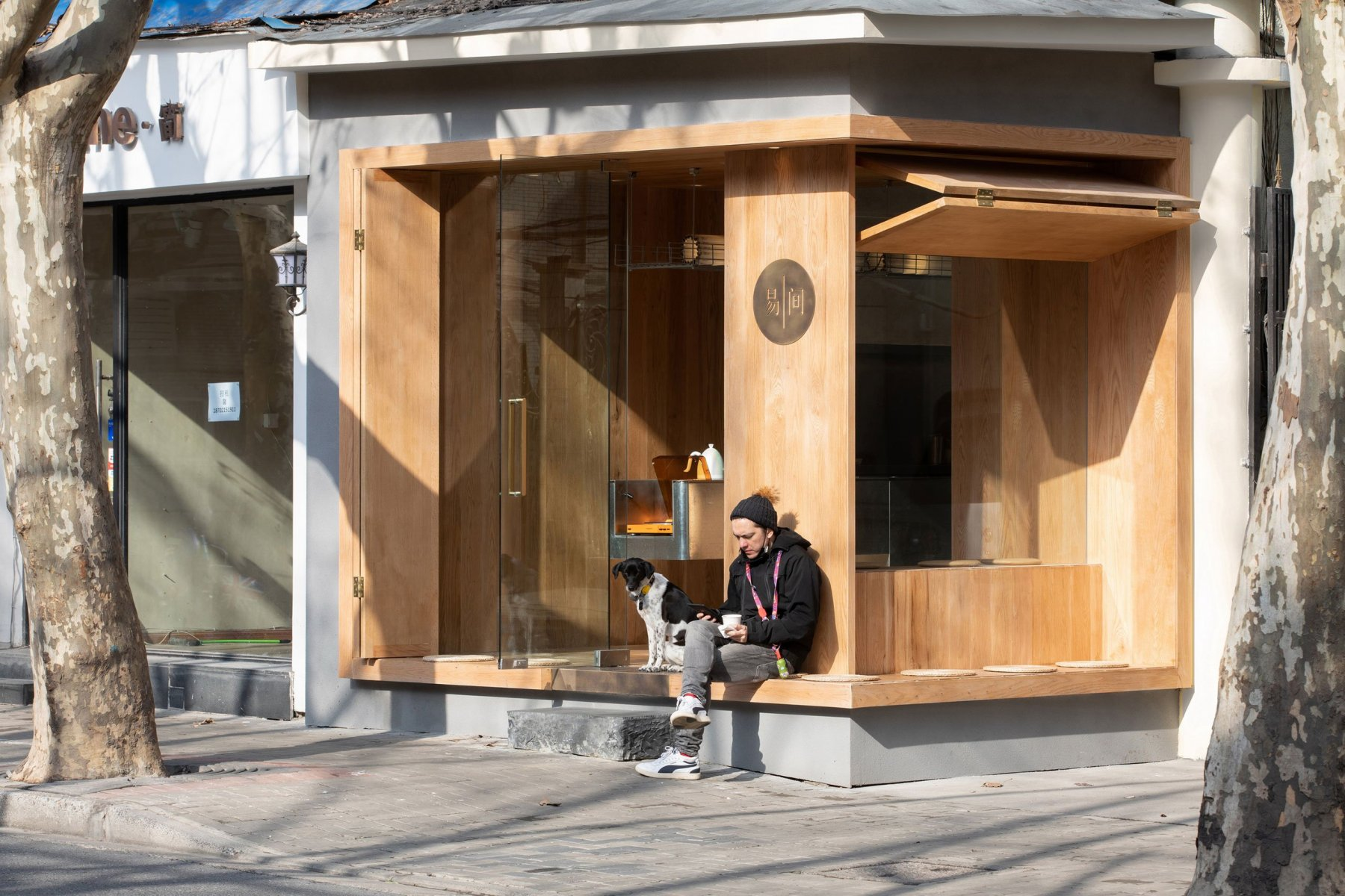 A-Cafe-in-Shanghai-Combines-a-Stripped-Down-Aesthetic-06