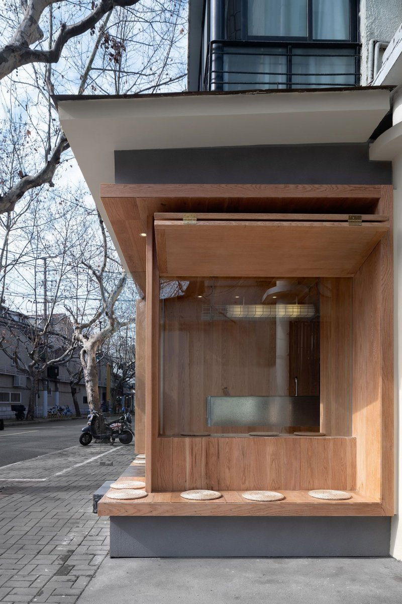 A-Cafe-in-Shanghai-Combines-a-Stripped-Down-Aesthetic-08