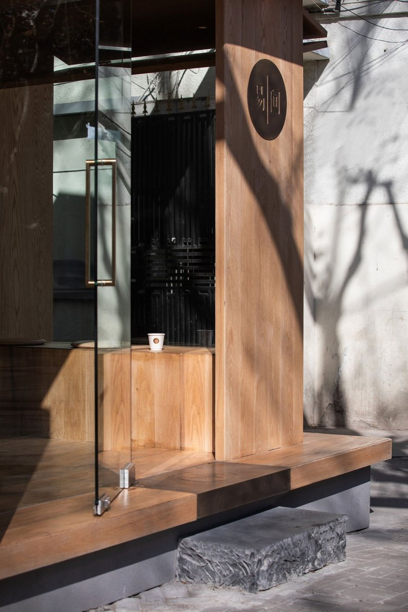 A-Cafe-in-Shanghai-Combines-a-Stripped-Down-Aesthetic-09