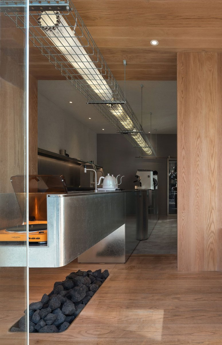 A-Cafe-in-Shanghai-Combines-a-Stripped-Down-Aesthetic-13