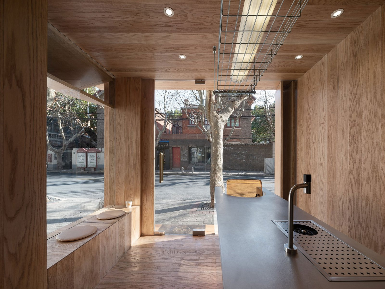 A-Cafe-in-Shanghai-Combines-a-Stripped-Down-Aesthetic-19