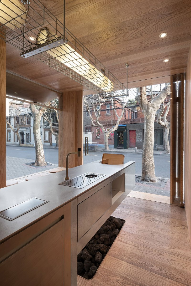 A-Cafe-in-Shanghai-Combines-a-Stripped-Down-Aesthetic-20