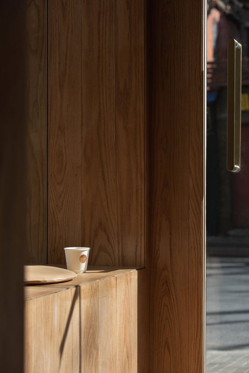 A-Cafe-in-Shanghai-Combines-a-Stripped-Down-Aesthetic-22