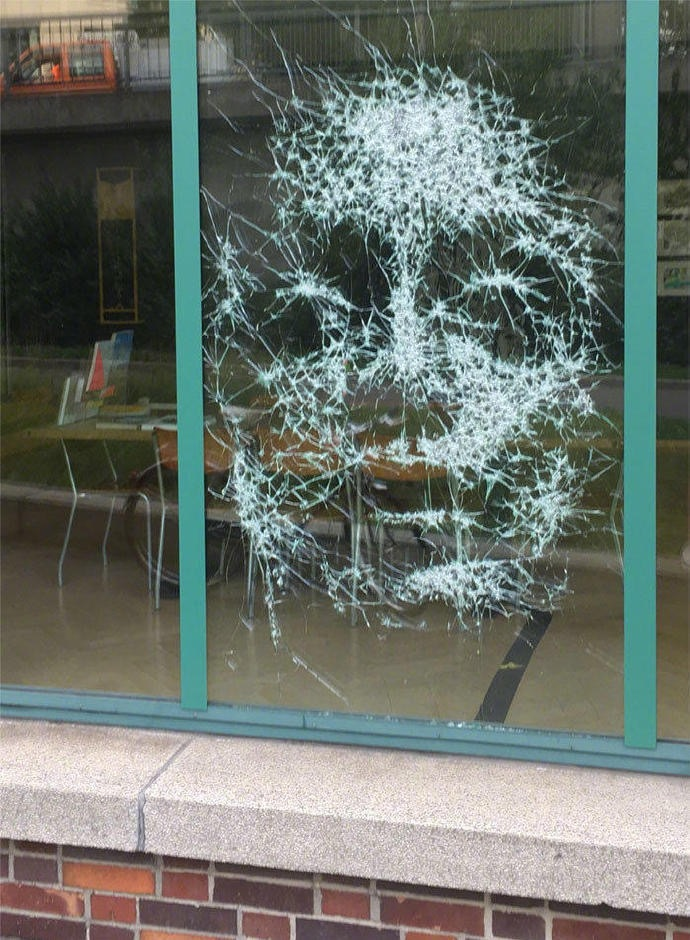 Shattered-Glass-Portraits-by-Simon-Berger-02
