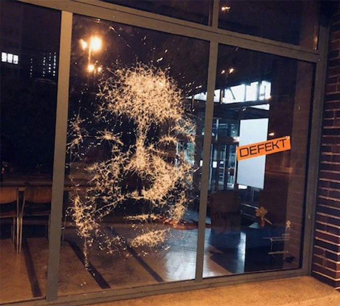 Shattered-Glass-Portraits-by-Simon-Berger-05