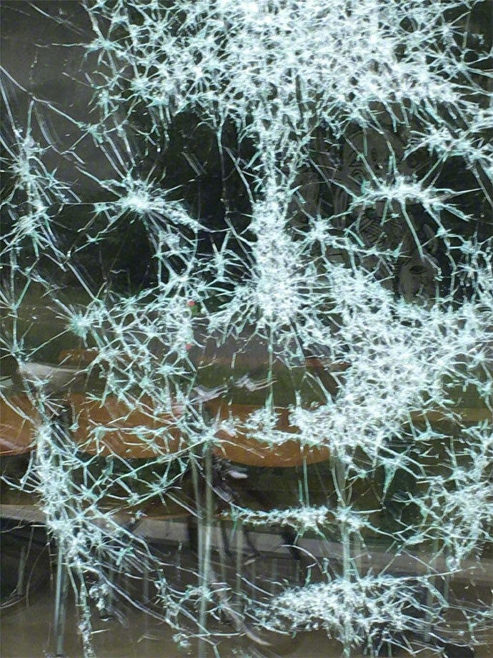 Shattered-Glass-Portraits-by-Simon-Berger-07