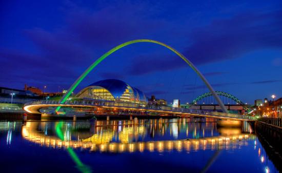 Gateshead Millennium Bridge (Gateshead to Newcastle, UK)